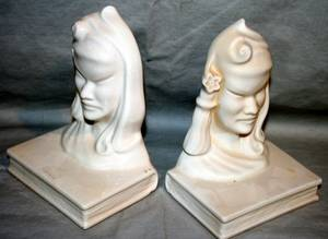020456 ROSEVILLE POTTERY BOOKENDS PAIR H5