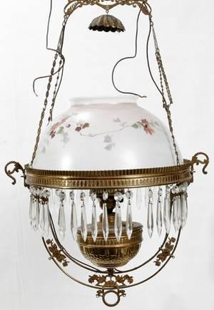 010432 VICTORIAN OIL LAMP WBRASS FRAME  GLASS SHADE
