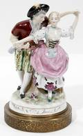 010530 CONTINENTAL STYLE PORCELAIN FIGURE OF A COUPLE
