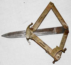 030558 FOLDING BRASS COMMANDO THROWING KNIFE C1940