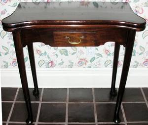 041054 QUEEN ANNE STYLE MAHOGANY CONSOLECARD TABLE