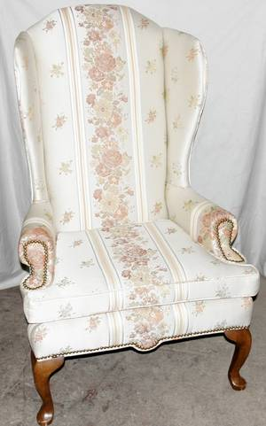 040049 QUEEN ANNE STYLE WING BACK CHAIR H50 W32