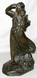 020030 BRONZE SCULPTURE OF MOTHER HOLDING CHILD