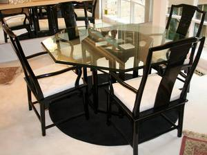 010046 CHINESE BLACK LACQUER  GLASS TABLE  CHAIRS