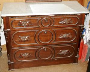 071115 VICTORIAN WALNUT CHEST OF DRAWERS WMARBLE