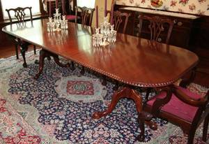 042109 CHIPPENDALE STYLE MAHOGANY DINING TABLE