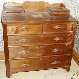 071225 VICTORIAN WALNUT CHEST OF DRAWERS C1870