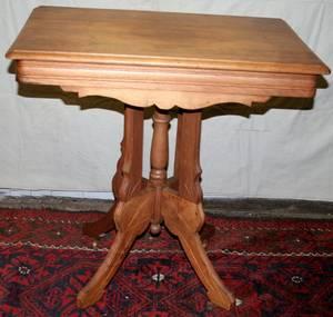 052237 AMERICAN EASTLAKE WALNUT PARLOR TABLE C1890