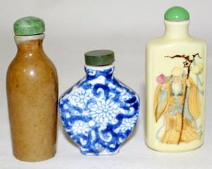 080238 CHINESE PORCELAIN SNUFF BOTTLES THREE