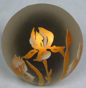 063125 CORREIA ART GLASS PAPERWEIGHT LILAC GOLD IRIS
