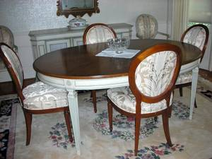 091053 FRENCH PROVINCIAL STYLE WALNUT DINING SET
