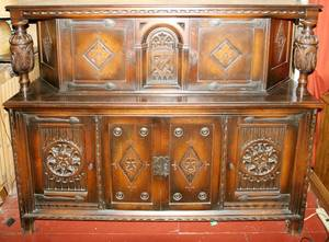 081049 ENGLISH HANDCARVED OAK COURT CUPBOARD C1910