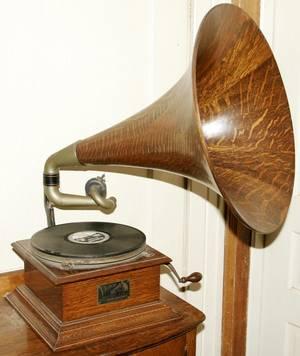 071027 VICTOR TALKING MACHINE OAK VICTROLA OAK HORN