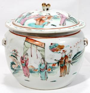 071048 CHINESE FAMILLE ROSE PORCELAIN COVERED JAR