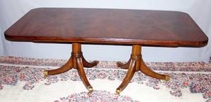 122176 GEORGIAN STYLE MAHOGANY DINING TABLE