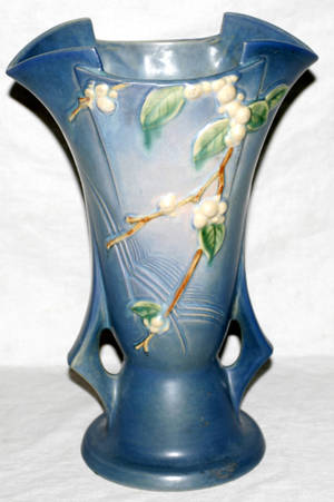 Realized Price For 110169 Roseville Pottery Vase Snowberry