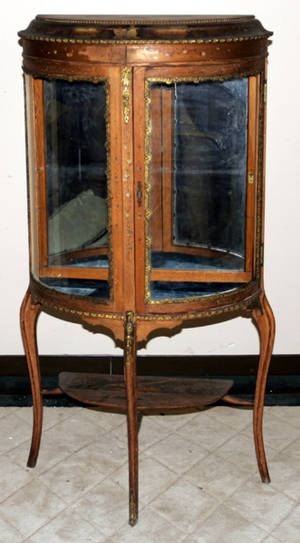 101324 LOUIS XV STYLE PAINTED  GILT WOOD VITRINE