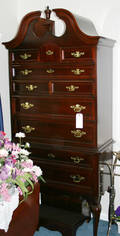091244 BASSETT QUEEN ANNE STYLE MAHOGANY HIGHBOY