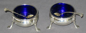 102489 PAIR OF STERLING QUEEN ANNE STYLE OPEN SALTS