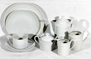 122547 LIMOGES PORCELAIN BREAKFAST SET