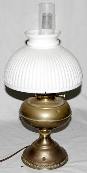 091472 BRADLEY  HUBBARD BRASS OIL LAMP GLASS SHADE