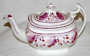 041071 STAFFORDSHIRE ENGLISH PINK LUSTRE TEA POT