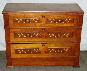 061094 VICTORIAN WALNUT CHEST OF DRAWERS W DETAIL
