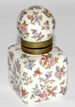021627 VICTORIAN PORCELAIN  CERAMIC INKWELL W COVER