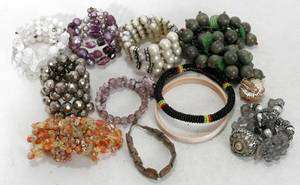 020569 COSTUME JEWELRY GROUPING OF BRACELETS 11 PCS