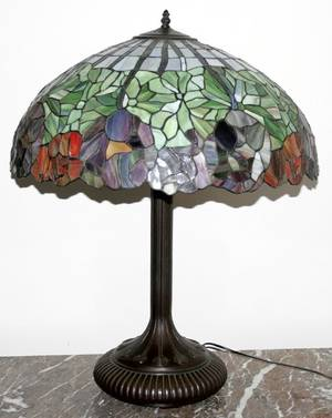 062523 LEADED GLASS  BRONZE TABLE LAMP H 29