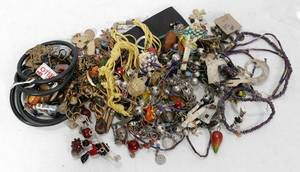 020580 COSTUME JEWELRY GROUP BRACELETS PINS ETC
