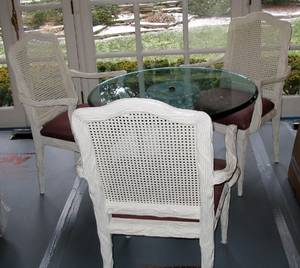 031050 GLASSTOP DINING TABLE W PEDESTAL  CHAIRS