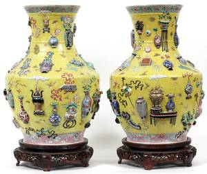 CHINESE FAMILLE JAUNE PORCELAIN URNS PAIR