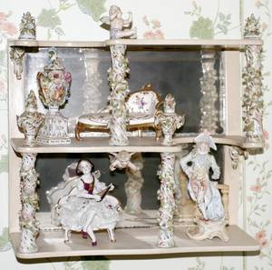071065 DRESDEN PORCELAIN CURIO SHELF H 13 C1900