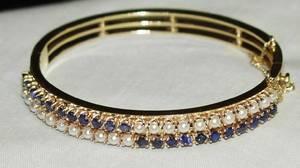 071146 GOLD 2CT BLUE SAPPHIRE PEARL BANGLE BRACELET