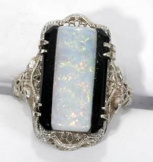 071306 WHITE GOLD FILIGREE OPAL  ONYX RING
