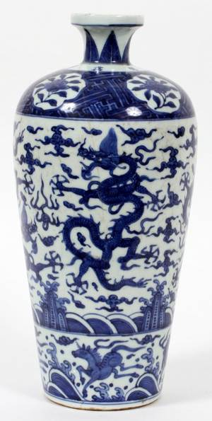 CHINESE BLUE AND WHITE OVERALL FLORAL PORCELAIN URN