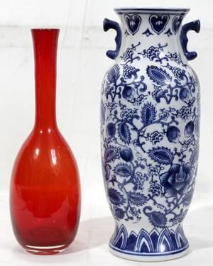 080346 CHINESE BLUE WHITE PORCELAIN VASE  RED VASE