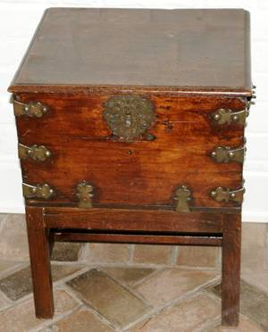 072439 ENGLISH MAHOGANY  BRASS INLAY CHEST