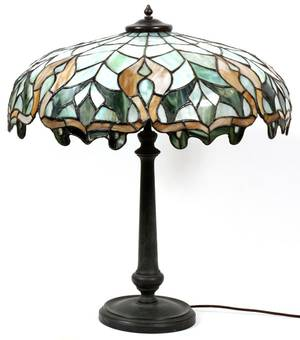 LEADED SLAG GLASS  PATINATED METAL TABLE LAMP