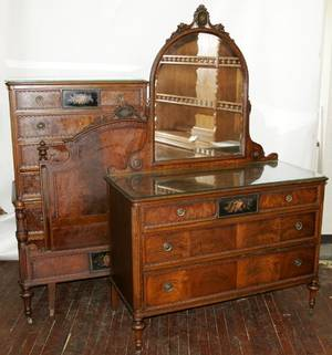 090006 BERKEYGAY MAHOGANY BEDROOM SET C1920