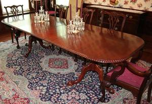 082012 CHIPPENDALE STYLE MAHOGANY DINING TABLE