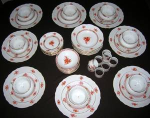 072047 HEREND CHINESE BOUQUET RUST PORCELAIN DISHES