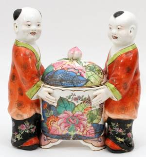 CHINESE PORCELAIN FIGURAL BOX