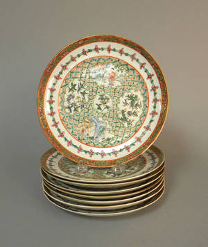 Set of eight Chinese export porcelain plates