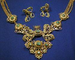 Antique 18kt Gold and Emerald Pendant Necklace