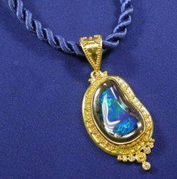 22kt and 18kt Gold and Black Opal Pendant Necklace Zaffiro