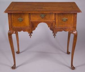 Queen Anne Walnut Veneer Dressing Table