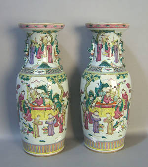 Pair of Chinese export porcelain urns