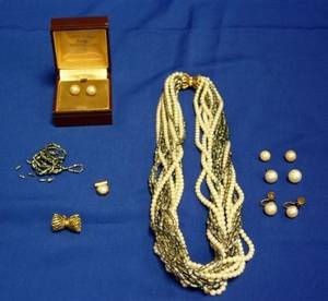 Group of Cultured and Freshwater Pearl Items